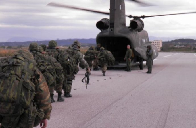 Για την περαιτέρω στρατιωτικοποίηση των δομών της Ε.Ε.