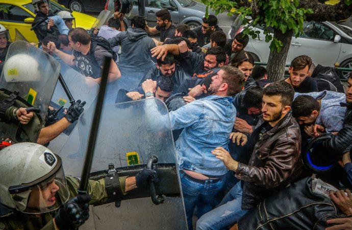 Αδίστακτη η κυβέρνηση ΣΥΡΙΖΑ-ΑΝΕΛ – «πλυντήριο» του ιμπεριαλισμού, εξαπέλυσε ΜΑΤ και χημικά ενάντια στους διαδηλωτές σπουδαστές – φοιτητές – εργαζόμενους